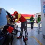 El Ministerio de Industria Comercio baja más de dos pesos a los dos tipos de gasolina