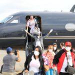 Gonzalo Castillo trae 15 dominicanos varados en Venezuela
