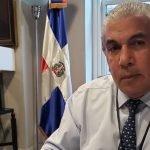 El cónsul general  dominicano, en Nueva York, Carlos Castillo, aseguró que se va por la puerta ancha y con la satisfacción de haber dado el trato que merece su comunidad.