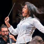 Glass Marcano, la joven venezolana que en 3 meses pasó de vender fruta en su pueblo a dirigir una orquesta en París