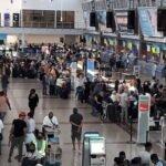 Pasajeros de vuelo retrasado de JetBlue protestan en el AILA