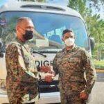 Director de Escuelas vocacionales de la FF.AA y P.N entrega autobús a Vocacional de Moca